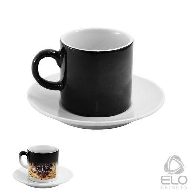 Elo Brindes - Xícara mágica com capacidade de 90 ml e pires. A xícara mágica é coberta por uma película ultrafina termo sensível que cobre a arte personalizada, qua...