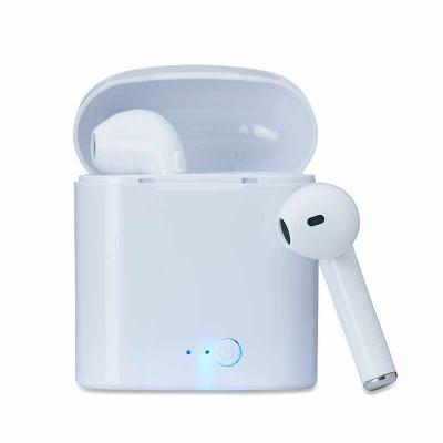 Globo Brindes - Fone bluetooth plástico com case carregador. Para utilização do produto, pressione e segure o botão lateral de algum dos fones para ligá-lo e em segui...