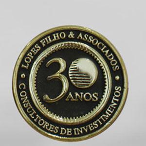 Formas do Fogo - Medalha Personalizada em bronze fundido com aplicação de logotipo.