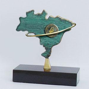 Formas do Fogo - Troféu personalizado com patina e aplicação de logomarca com aro - Modelo Mapa do Brasil.