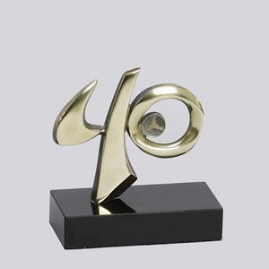 formas-do-fogo - Troféu personalizado com logotipo - Modelo Número 40 anos.
