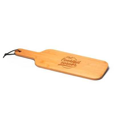 Tábua. Bambu. Ideal para servir aperitivos. Fornecida em luva de cartão. Food grade. 420 x 134 x 7 mm | Luva: 260 x 135 x 10 mm - Queen's Brindes