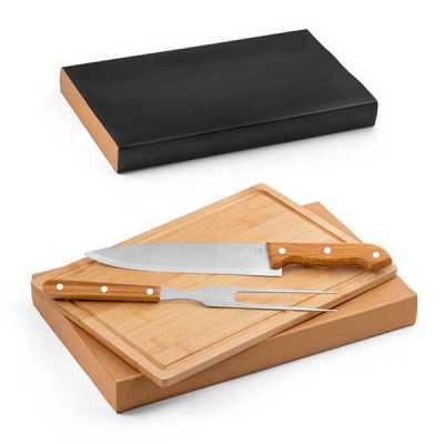 Kit churrasco. Aço inox e bambu. Tábua e 2 peças em caixa kraft. Food grade. Caixa: 360 x 210 x 4...