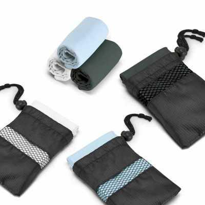 queens-brindes - Toalha para esporte. Microfibra: 210 g/m². Fornecida com bolsa em 190T. 300 x 300 mm | Bolsa: 110 x 140 mm