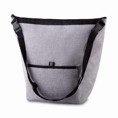 Bolsa térmica 10 litros confeccionada em nylon, possui bolso frontal e alça de ajuste com fivelas...