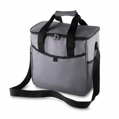 Bolsa térmica 16 litros confeccionada em nylon e poliéster. Possui bolso frontal, bolsos laterais...