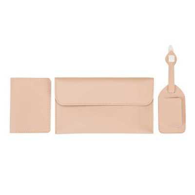 Queen's Brindes - Kit viagem 3 peças Bidins em couro sintético. Possui porta passaporte com três divisórias para cartões; identificador de bagagem com fivela ajustável...
