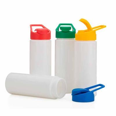 Squeeze plástico 550ml com tampa plástica rosqueável, contém alça e tampa protetora para o bocal....