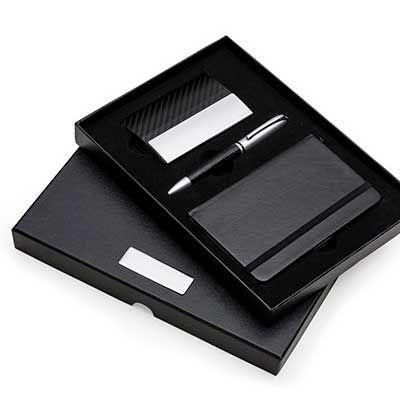 Servgela - Kit executivo personalizado para brindes em lindo estojo feito de papelão. Nele contém uma caderneta, uma caneta de metal e um porta cartão com detalh...
