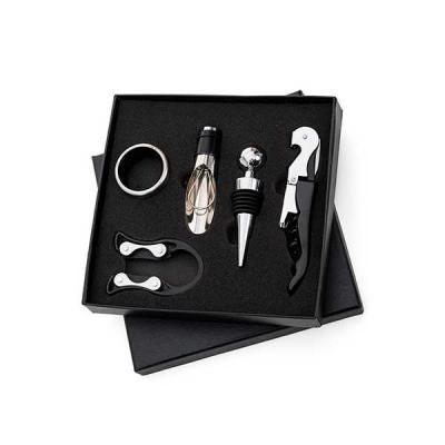 Kit vinho para presente. Em estojo resistente em formato de taça. É o brinde personalizado ideal para presentear clientes e colaboradores.