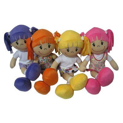 Toys Pelucia - Boneca de pano com 4 opções de roupinhas.