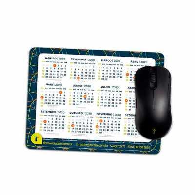 Mouse Pad 20 x15 cm: - Impressão: Papel cartão 250g/m²; - Cores: 4 x 0; - Acabamento: PVC expandi...