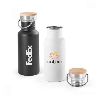 Squeeze de aço inox com tampa em bambu com a capacidade: 540 ml. Food grade. Fornecido em caixa