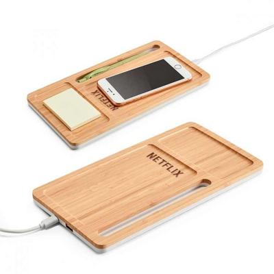 Organizador de mesa em bambu. Carregador wireless, hub USB e suporte para celular.