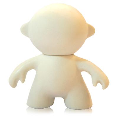 """Polo Art - Toy Art modelo """"humanoide"""", articulação entre a cabeça e o corpo, feito em vinil emborrachado"""