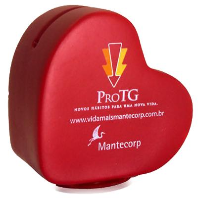Polo Art - Cofre em formato de coração, fabricado em vinil emborrachado. Possui abertura na parte de cima para colocação de moedas