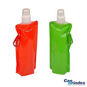 - Squeeze dobrável de plástico 480 ml. Encante os seus clientes com brindes promocionais de alta qualidade!