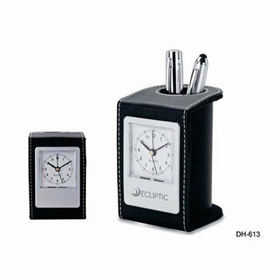 Spok Brindes - Porta caneta com relógio.