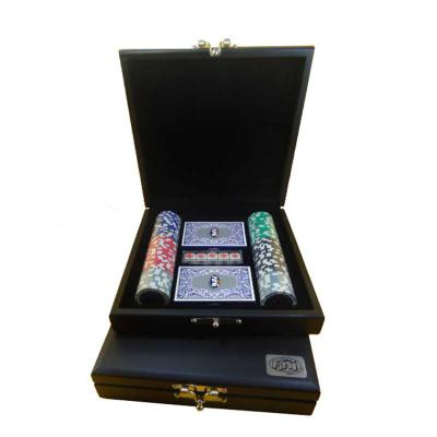 Kit de poker personalizado composto por 100 fichas de plástico, 02 baralhos plastificados e 01 jogo de dados de poker, em estojo de madeira com pintur... - Armazém Brasileiro