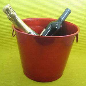 Armazém Brasileiro - Balde personalizado para gelar bebida confeccionado em alumínio com pintura especial em diversas cores Medidas : 26 x 18 x 20 cm. Sua marca em desta...