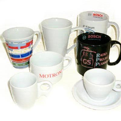 Xícaras e canecas personalizadas em porcelana de diversas formas, cores e tamanhos. Proporcione a seus clientes um produto de elegância e que torna o... - Armazém Brasileiro