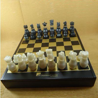 Armazém Brasileiro - Estojo com jogo de xadrez e dama