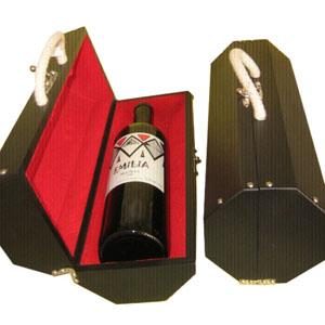 Armazém Brasileiro - Estojo personalizado, confeccionado em madeira octagonal com forro de veludo vermelho com uma garrafa de vinho tinto argentino Malbec de 750 ml. Surp...