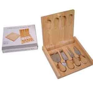 armazem-brasileiro - Jogo de facas personalizada para queijo confeccionadas em inox com estojo de madeira. Medidas : 20,5 x 19 x 3 cm.Sua marca presente na cozinha de seus...