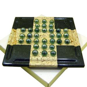 Jogo resta um personalizado, confeccionado em pedra sabão envernizada com excelente acabamento e recorte especial. Medidas: 20 x 20 cm.