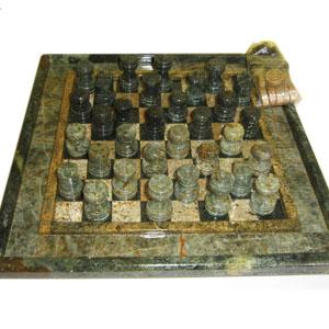 Armazém Brasileiro - Jogo personalizado de xadrez e dama com peças e tabuleiro em pedra sabão envernizada. Medidas: 23 x 23 cm. Um jogo clássico com sofisticação para en...