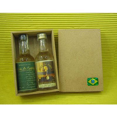 armazem-brasileiro - Kit Cachaça. Com 02 miniaturas 50ml de cachaça artesanal, caixa de MDF natural
