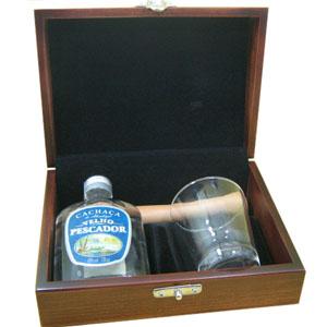 Armazém Brasileiro - Kit personalizado de caipirinha composto por uma cachaça artesanal prata de bolso de 130 ml, um copo de vidro de 220 ml e um socador de madeira em est...