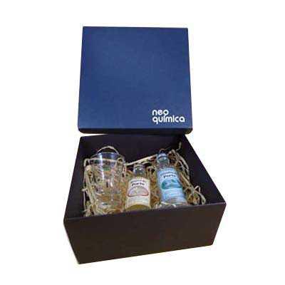 Kit Caipirinha com  02 miniaturas de cachaça artesanal 50ml e 02 copos dose em caixa presenteável - Armazém Brasileiro