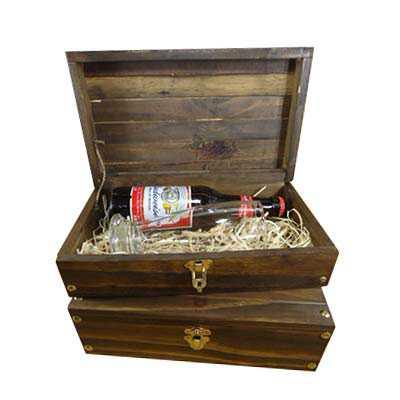 armazem-brasileiro - Kit Cerveja - Caixa Pinus envelhecido, 01 cerveja Budwiser 343ml e 01 copo Munich 300ml