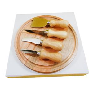 Armazém Brasileiro - Kit personalizado de queijo composto por tábua redonda de 22 cm e quatro facas de aço inox com cabo de madeira. Leve a mesa de seus clientes elegânci...
