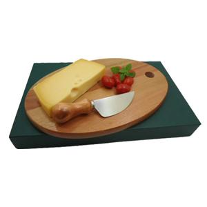 Armazém Brasileiro - Kit personalizado para queijo composto por tábua oval  de 26 x 15 cm e uma faca de aço inox. Leve charme e elegância a mesa de seus clientes.