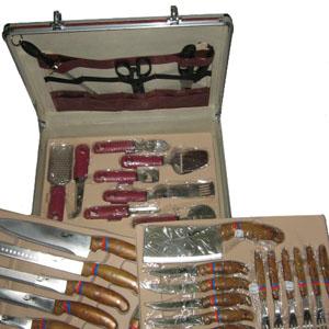 Armazém Brasileiro - Maleta para churrasco personalizada, confeccionada em alumínio composto por 32 peças. Presenteie seus clientes com um kit completo para churrasco.