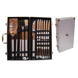 Armazém Brasileiro - Maleta personalizada para churrasco confeccionada em alumínio com 17 peças. Medidas : 47 x 24 x 8 cm.Presenteie seus clientes com charme e elegância.