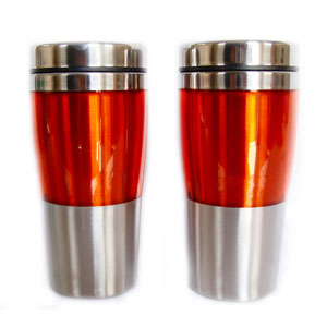 - Mug térmico com capacidade para 450 ml, revestimento externo em acrílico, interno em aço inox, tampa em plástico preto revestida em aço inox, base em...
