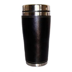 Mug térmico com capacidade para 450 ml, revestimento externo em couro.