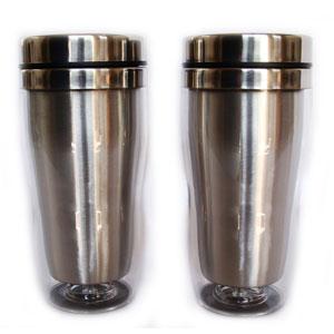 Mug térmico com capacidade para 450 ml, revestimento externo em acrílico.