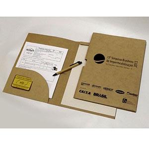 diport - Pasta personalizada para convenção, confeccionada em kraft natural, com porta-cartões, porta-canetas e bloco de 25 folhas de papel reciclado.