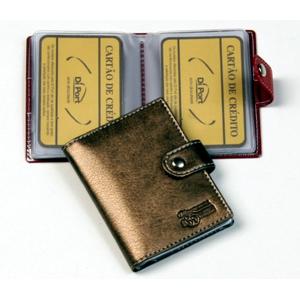 Porta cartões personalizado em couro sintético, com ponteira para 10 cartões e logomarca em baixo relevo.
