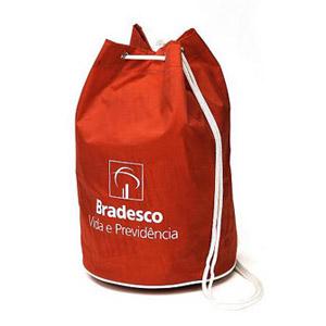 MPB Brindes - Mochila saco em nylon 70, alça de cordão com trava e impressão em silk.