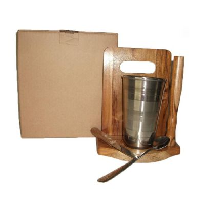 - Kit personalizado para caipirinha, composto por tábua para corte do limão, base para apoio, soquete; todos em madeira nobre Teca, faca, colher; ambos...