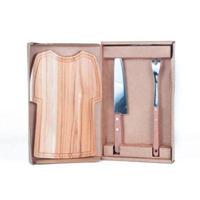 Arte Perotto - Kit personalizado para churrasco, composto por uma tábua em madeira nobre Teca em formato de Camisa medindo 32,0 x 21,0 x 1,2 cm , garfo trinchante, f...