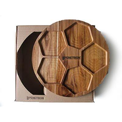 Kit personalizado, composto por tábua redonda em madeira nobre Teca, medindo 27,0 x 1,2 cm, faca e plaina ambos em aço inox em embalagem caixa kraft.... - Arte Perotto