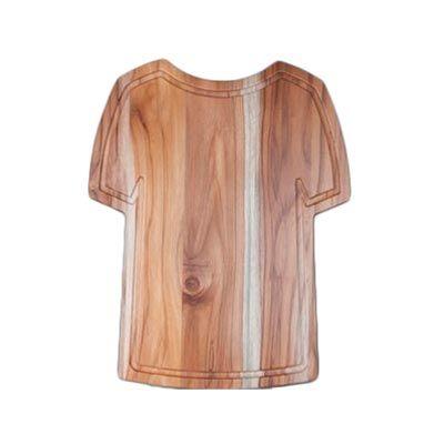Tábua para corte personalizada, confeccionada em madeira nobre Teca em formato de camisa estilizada medindo 44,0 x 36,0 x 1,7 cm. Conquiste seus clien... - Arte Perotto