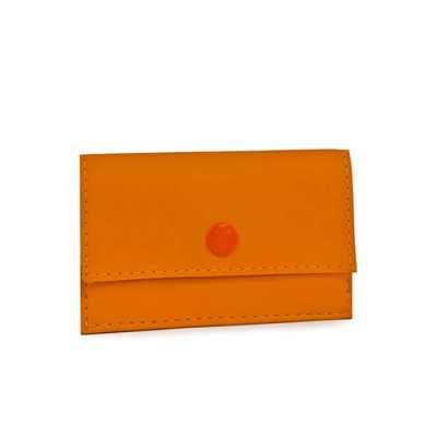 JOMO - Porta cartões promocional com revestimento externo em sintético. Fechamento com botão de pressão. Dimensões: 105 x 65 x 10 mm