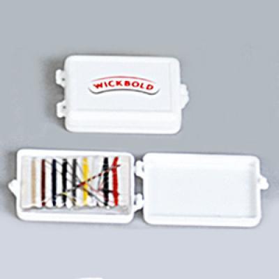 Mini kit costura personalizado - Caixinha em plástico. Contém 9 pedaços de linhas + 2 botões + 1 agulha + 1 alfinete.  Medidas 6,5 x 4,5 x 1,3 cm.